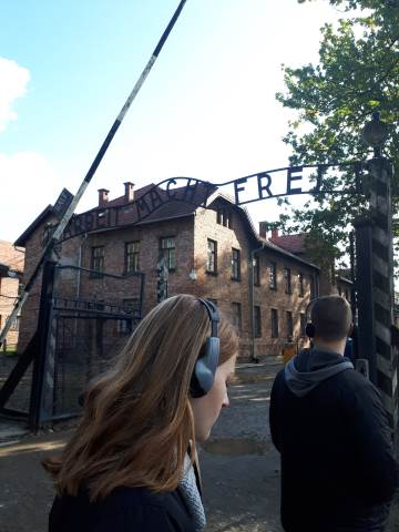"""Maturitní ročníky """"prošly"""" tábory Osvětim a Březinka"""