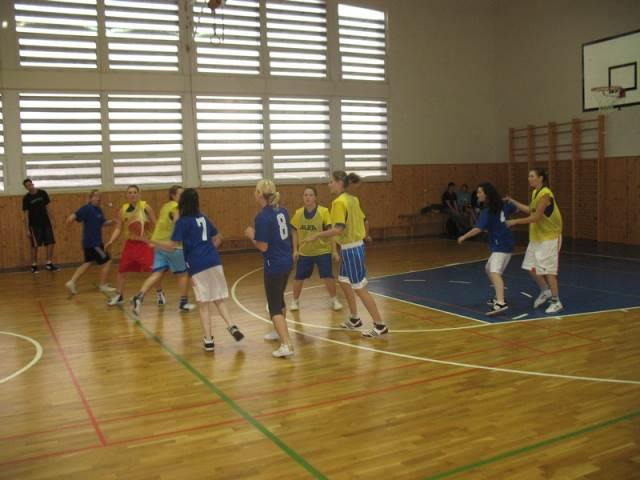 Okresní kolo středních škol v košíkové dívek