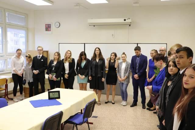 Třídy E4 a O4 zahájily ústní část maturitních zkoušek